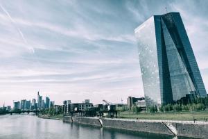 Die neue Europäische Zentralbank  - Architekturführung rund ums EZB-Hochhaus & die ehemalige Großmarkthalle