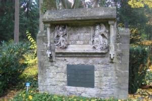 Von A wie Alzheimer bis S wie Scholderer - Der mittlere Teil des Hauptfriedhofs