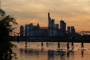 Stand Up Paddling-Schnupperkurs - Die Frankfurter Skyline bei einem