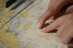 Von der Kugel zur Karte - Seekarten verstehen