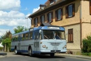 Petticoat & Wirtschaftswunder - Die Kostüm-Tour mit Pfiff im historischen Oldtimer-Bus