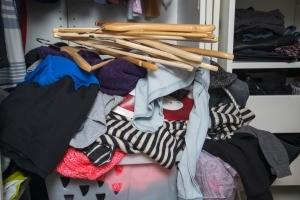 Wir bringen Ordnung in Ihren Kleiderschrank