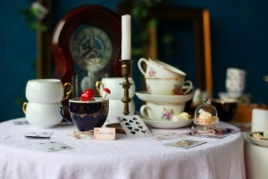 Welcome to Wonderland  -  Alice im Wunderland  Afternoon Tea für Mummies & Kids in der Villa Kennedy