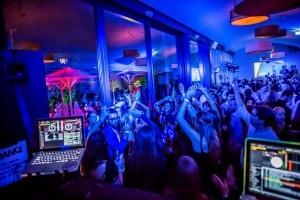 Skyline Dance Party- und Hotelpaket - Feiern & zentral übernachten für Zwei in FFM