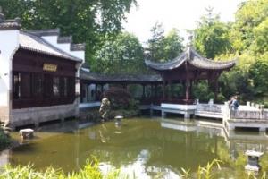 Der Bethmannpark - Von Kamelien, Panthern & Chinesen