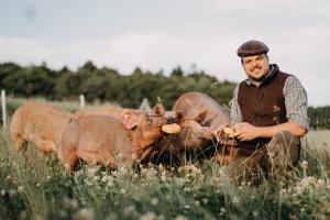 MGH Gutes aus Hessen-Spezial: Da, wo das Schnitzel wächst - Eine kulinarische Hofführung mit Weideschwein, Wasserbüffel & Co. In Hadamar-Steinbach