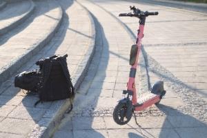 Schneller als die Polizei erlaubt - Die wahrscheinlich rasanteste Stadtführung mit Christian Setzepfandt auf den E-Rollern von Voi