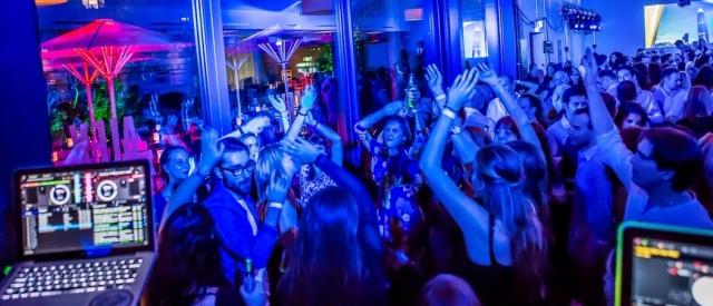 Skyline Dance Party- und Hotelpaket